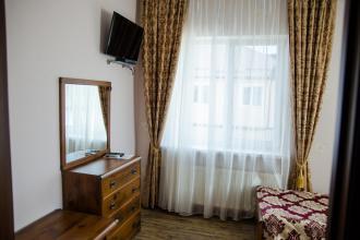 Острів  (готель) про готель фотолатерея