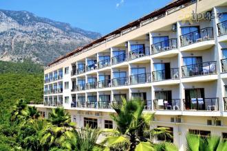 Готель в Кемері з гарною зеленою територією