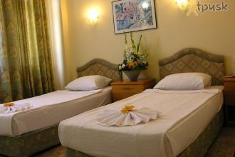 Невеликий готель для бюджетного відпочинку.