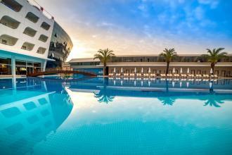 Туреччина! Готель в Кемері у вигляді лайнера! (560 євро за двох)