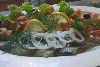 Ресторан в рекреаційно-оздоровчому комплексі «Мальованка» страви фотолатерея