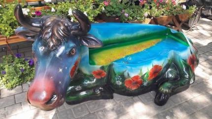 фото У зоопарку оселився космічно-патріотичний бик